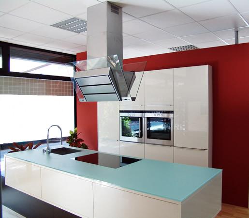 Eine Gemütliche Küche Ist Optisch Ansprechend Und Läd Zum Verweilen ...